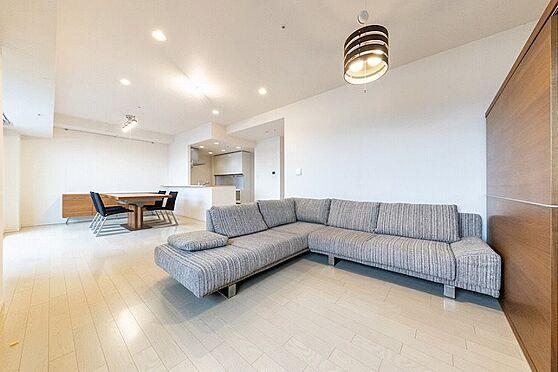 中古マンション-江東区東雲1丁目 大き目なソファを置いても余裕がございます。