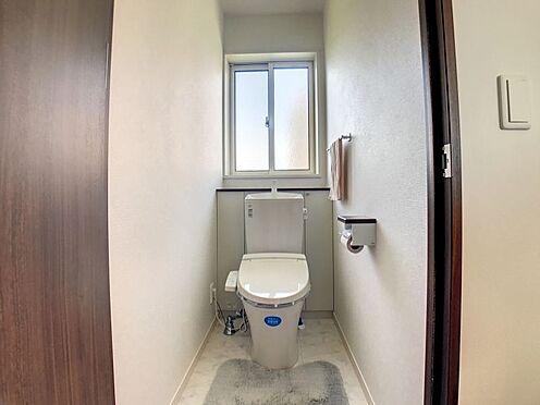 戸建賃貸-蒲郡市大塚町広畑 トイレは各階に一つずつあるので忙しい朝や家族が多いご家庭でも安心です。
