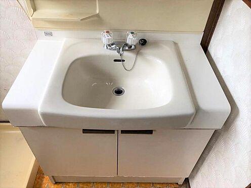 戸建賃貸-尾張旭市旭台2丁目 収納が備え付けられている洗面台。リフォームによって取り換えも可能!お気軽にご相談ください。