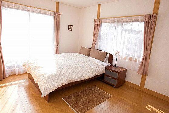 中古一戸建て-北佐久郡軽井沢町大字長倉 2階に3部屋あります。2世帯での利用も充分可能。