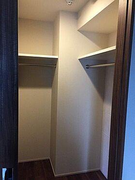 マンション(建物一部)-港区西新橋3丁目 スーツケースなどのかさばる大物もスッキリと仕舞える大容量収納。
