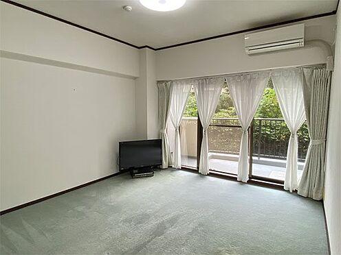 中古マンション-伊東市荻 【洋室】約8.1帖の洋室です。カーペット・クロスもきれいな状態です。