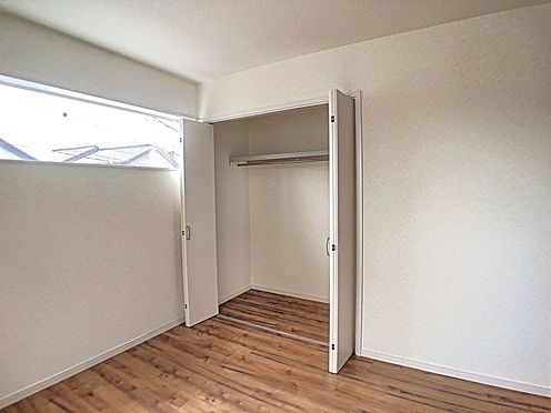 戸建賃貸-安城市桜井町塔見塚 各お部屋に収納があるので、家族みんなの荷物が片づけられます。