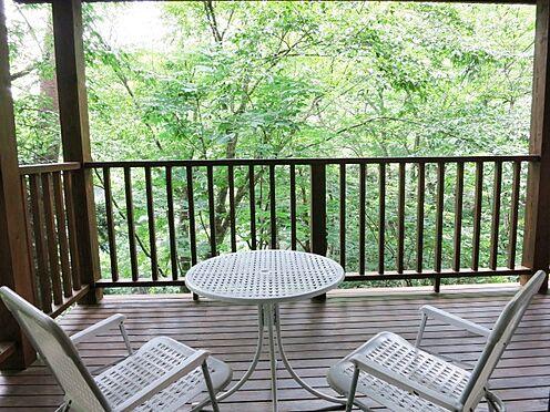 中古一戸建て-北佐久郡軽井沢町大字長倉 ご夫婦で会話を楽しみながら軽井沢の自然を満喫するのも良いですね。