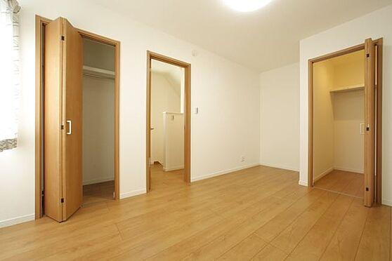戸建賃貸-岡崎市上里2丁目 2階居室【施工例】主寝室は広さ7帖。ベットを配置してもゆったりと過ごしていただける広さです♪