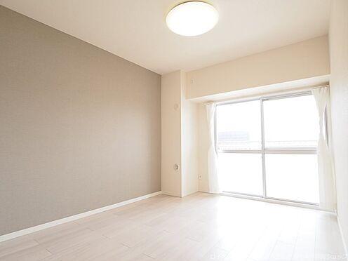 区分マンション-千葉市美浜区稲毛海岸4丁目 南側約5.7帖の洋室です!