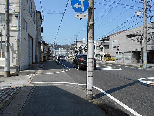 ビル(建物全部)-呉市吉浦東本町1丁目 見通しの良い前面道路です。