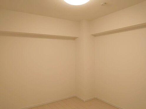中古マンション-多摩市関戸2丁目 陽光が降り注ぎ、室内には陽だまりを生み出してくれます。