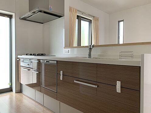 中古一戸建て-知多市南巽が丘4丁目 家事の負担を軽減する勝手口、食洗器付きのキッチンです!