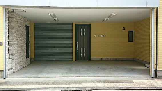 店舗・事務所・その他-平塚市諏訪町 1階空室の防音室とシャッター付駐車場です。防音室は音楽教室・撮影スタジオ向です。5万円/月でテナント募集中です。