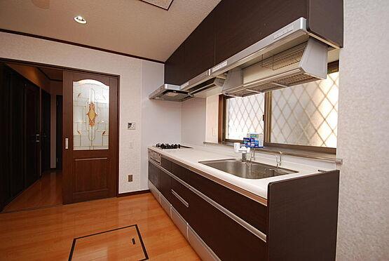 店舗付住宅(建物全部)-さいたま市北区日進町3丁目 キッチンは人気の「クリンレディ」です。電動式の稼動棚付で便利です。とても綺麗な状態です。