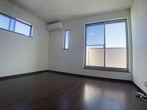 中古一戸建て-安城市桜井町稲荷西 バルコニーに面した明るい洋室