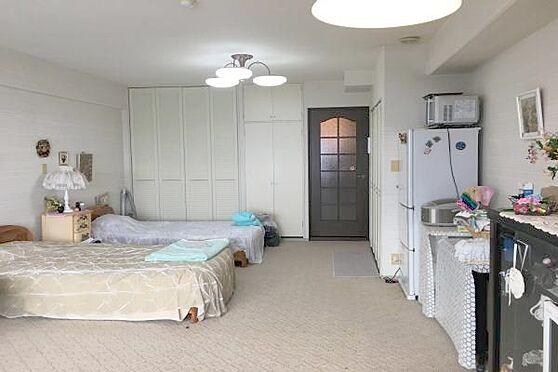 中古マンション-熱海市上多賀 1Rといっても49.50m2ございますので、大型のベッドを置いても余裕があります。
