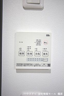 戸建賃貸-橿原市曲川町4丁目 雨の日のお洗濯に役立つ浴室乾燥機。浴室のカビ予防にも活躍します。(同仕様)
