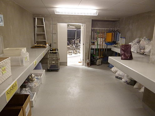 マンション(建物全部)-川口市芝新町 ゴミ置き場は24時間利用可能です。