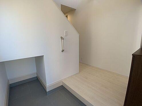 新築一戸建て-豊田市今町6丁目 玄関にはちょっとした収納スペースがあります。三輪車等をしまうのにもとても便利です!