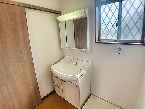 戸建賃貸-西尾市山下町西八幡山 窓付き☆自然光が差し込む明るい洗面室が気持ちい空間を実現させます♪