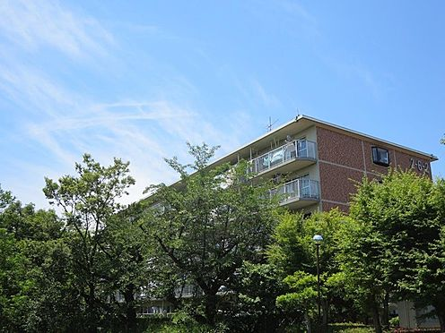 中古マンション-多摩市豊ヶ丘2丁目 高台立地で緑に囲まれた住環境です