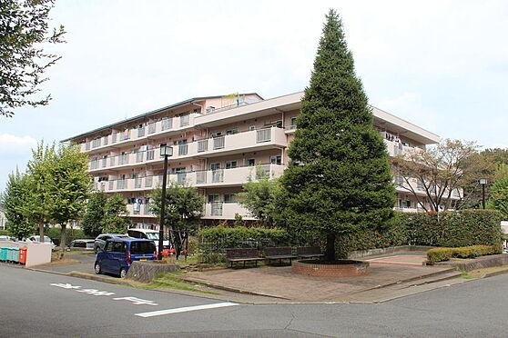 マンション(建物一部)-八王子市久保山町1丁目 ゆったりした敷地に低層マンション。開放感のある佇まいです。