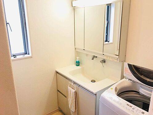 中古一戸建て-名古屋市南区豊1丁目 ハイバックカウンターの洗面化粧台。小物収納も豊富です!