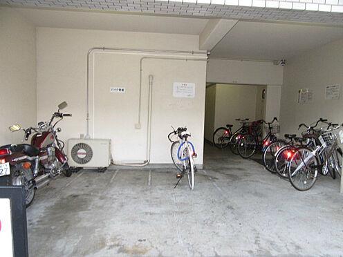 マンション(建物一部)-京都市伏見区菱屋町 自転車やバイクを置けるので移動も楽々。