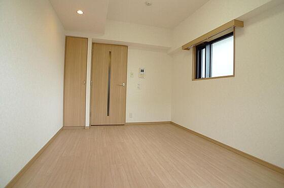 マンション(建物一部)-大田区西糀谷4丁目 ダウンライトのある室内(2016年7月撮影)