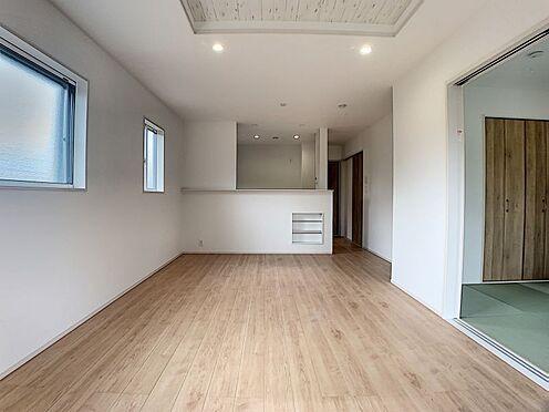 新築一戸建て-みよし市三好町陣取山 ご家族が集まるリビングは、「折り上げ天井」の効果で開放的に感じられる空間でくつろぐことができます!(こちらは施工事例です。)