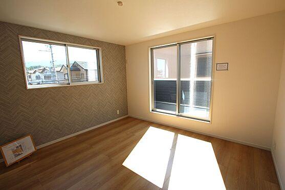 新築一戸建て-橿原市菖蒲町2丁目 洋室は全てフローリング貼でお掃除楽々です。全室2面採光で明るさも確保しております。