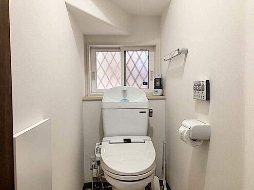 戸建賃貸-豊田市花園町塩倉 節水型でエコなトイレには、今では当たり前のウォシュレット付き。