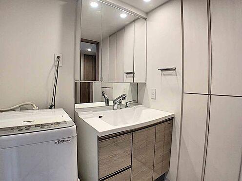 区分マンション-名古屋市中区栄5丁目 ゆとりの洗面スペースで朝の身支度も快適スムーズに。