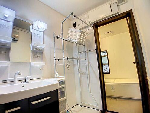 戸建賃貸-豊明市栄町大蔵下 明るい浴室・洗面所です。