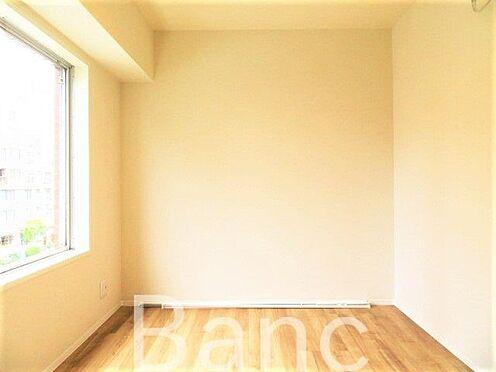 中古マンション-江東区木場2丁目 窓から日差しが差し込む明るいお部屋です。