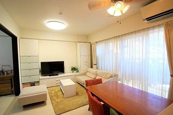 リゾートマンション-熱海市清水町 LD1:室内は清潔感溢れるホワイトベースのお部屋になり、室内の状況も丁寧に使われて良好な状態です。