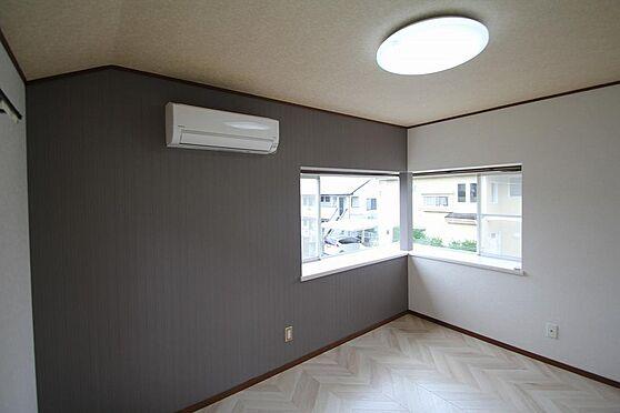 戸建賃貸-熊谷市江南中央3丁目 2階東側の出窓です、壁ワンポイントクロス貼り替え済。