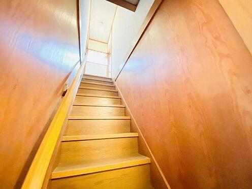中古一戸建て-福岡市南区大池1丁目 採光のとれた明るい階段!