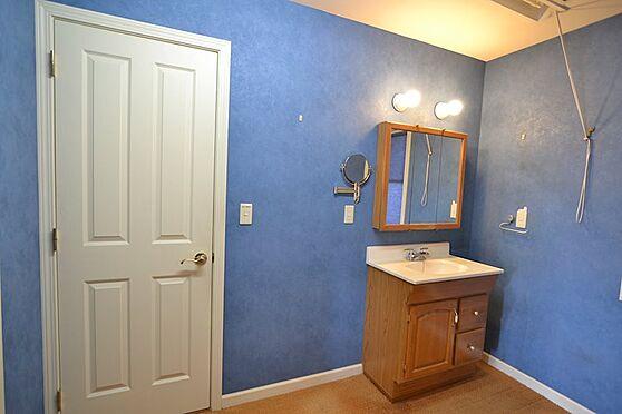 中古一戸建て-稲城市長峰2丁目 約3.5帖の洗面化粧台・脱衣所スペースは収納が置けるほどゆとりがあります。