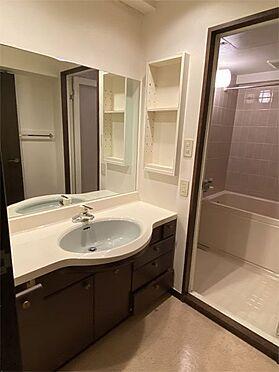 中古マンション-伊東市八幡野 【洗面脱衣】大きな鏡のある洗面です。