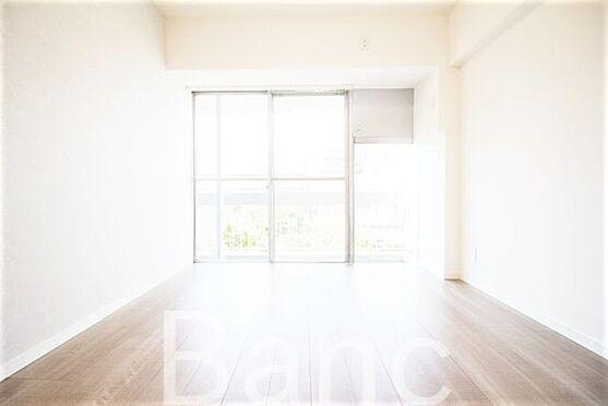 中古マンション-新宿区愛住町 リビングダイニングは陽がたっぷり入ります。