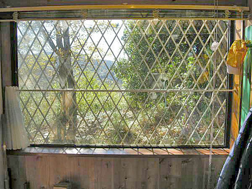 中古一戸建て-伊東市宇佐美 <玄関窓>日差しが差し込みます。