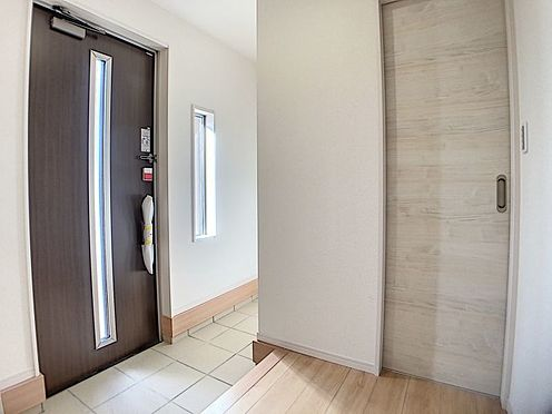 新築一戸建て-名古屋市名東区梅森坂3丁目 室内は窓が豊富で明るい室内です。