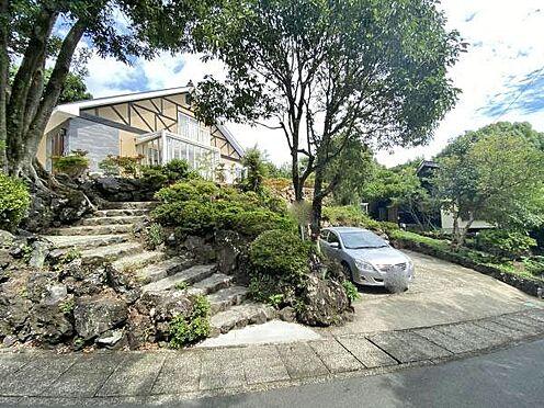 中古一戸建て-伊東市赤沢 ≪外観≫ 車は2台駐車可能です。