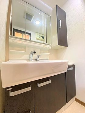 中古マンション-福岡市南区横手4丁目 収納豊富な洗面台です♪