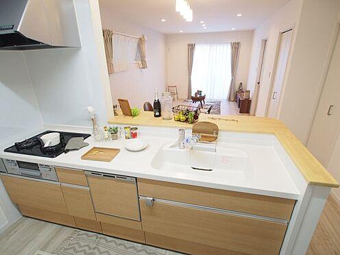 戸建賃貸-碧南市中山町6丁目 食洗機付きの対面式キッチン!楽しくお話ししながら料理できます!