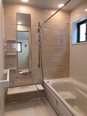 中古一戸建て-名古屋市天白区植田東1丁目 窓付きの明るい浴室。追い焚き機能付き!生活時間の違う家族には便利です