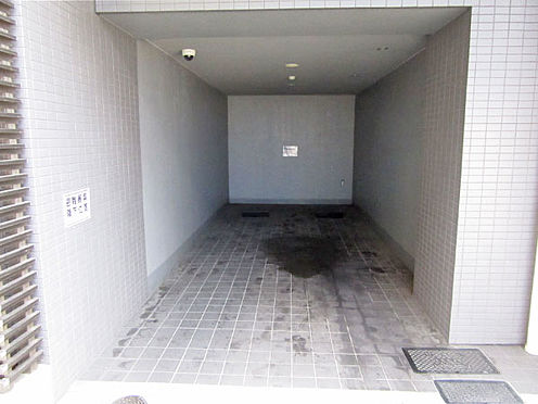 マンション(建物一部)-板橋区大和町 駐車場