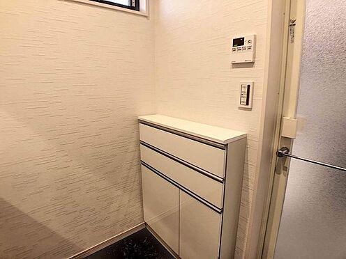 戸建賃貸-江南市高屋町十六田 タオル等をしまっておける便利な洗面収納。
