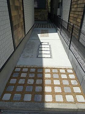 アパート-台東区浅草5丁目 アプローチ部分です。