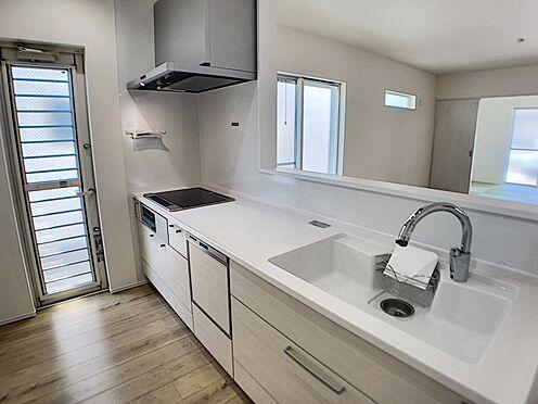 戸建賃貸-一宮市殿町3丁目 タッチレス水栓、人造大理石一体型シンク採用でより快適なキッチン。家事の時短に食洗機付き。