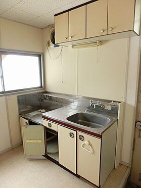 アパート-横須賀市粟田2丁目 横に窓があり明るいキッチンです。