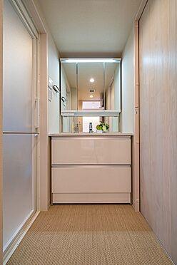 中古マンション-港区六本木5丁目 三面鏡付洗面化粧台